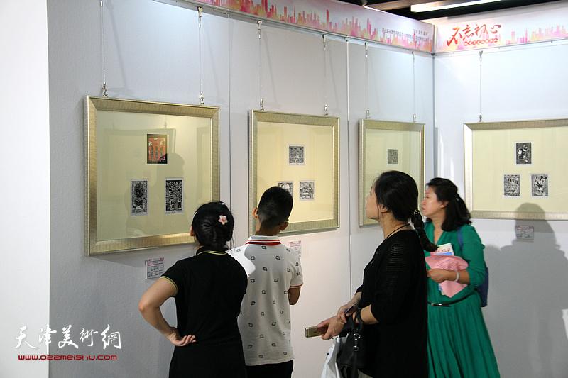 第七届天津市河西区中小学师生藏书票作品展现场。