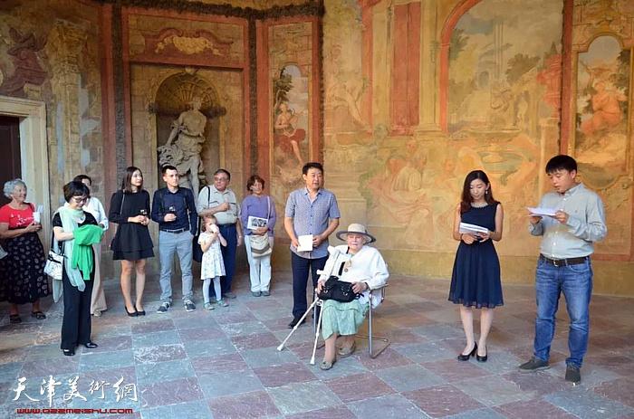 著名画家左锡云欧洲巡回展首展在捷克布拉格开幕。