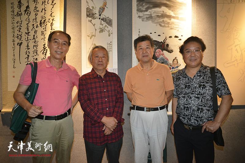 左起:马竞、阮克敏、王学书、载庸在展览现场。
