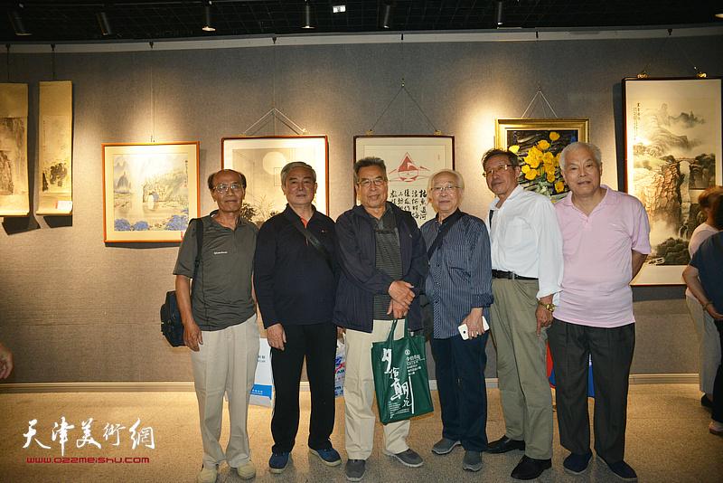 赵树松、何骏岐、高汝森、冯幼伟等在展览现场。