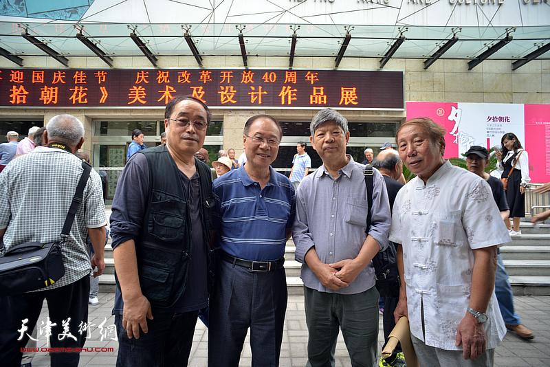左起:王平、庞黎明、张礼军、董嘉田在和平文化宫。
