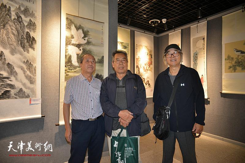 左起:傅树才、赵树松、王有力在展览现场。