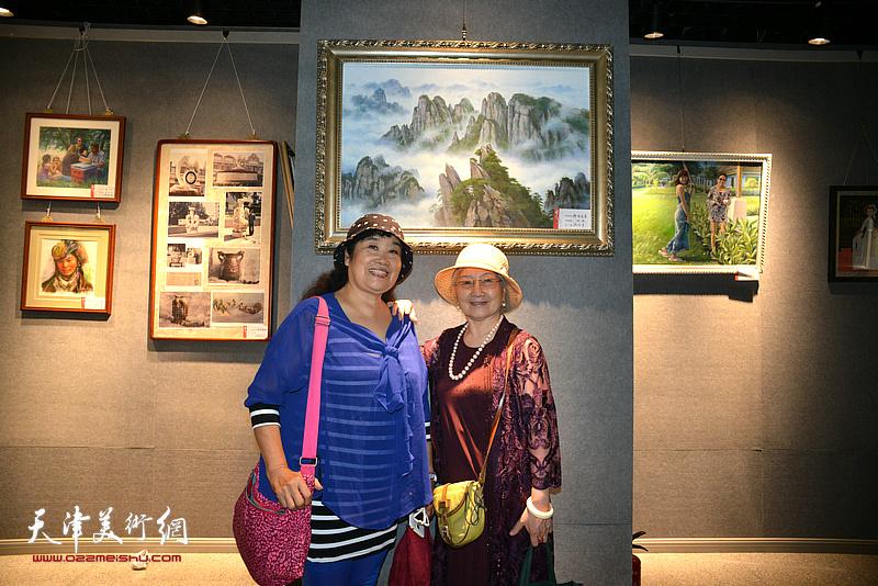 吴薇、于競在画展现场。