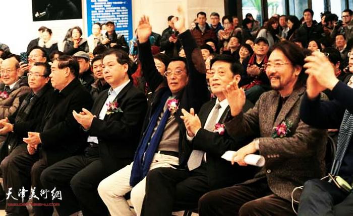 """2017年1月""""雪国精灵""""冯庆油画作品展在上海举办。"""