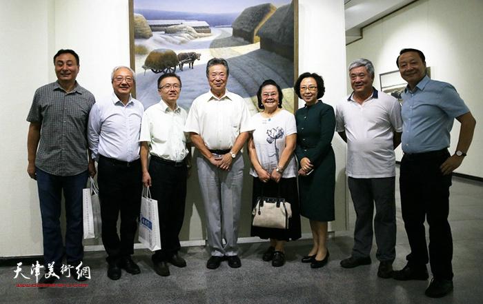 """2017年9月""""雪国精灵·冯庆油画作品展""""在河北石家庄举办。"""