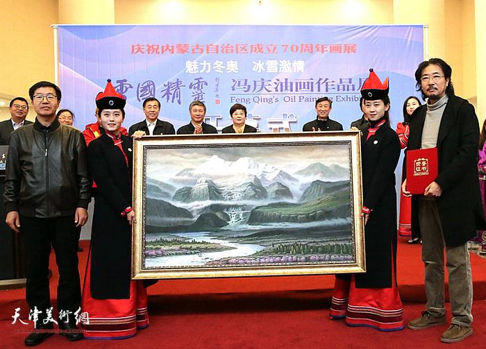 """2017年10月""""雪国精灵·冯庆油画作品展""""在内蒙古呼和浩特举办。"""