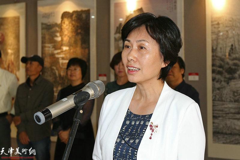 西青区人民政府副区长高艳讲话并宣布展览开幕