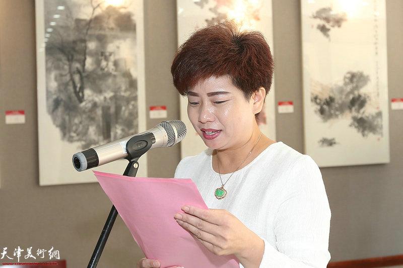 西青区文化馆副馆长翁芳芳主持展览开幕式