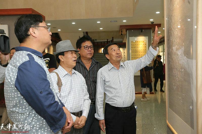 """写意西青—""""向改革开放四十周年献礼""""京津冀书画作品邀请展现场。"""
