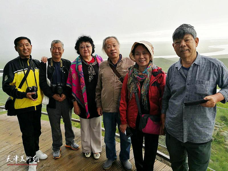 左起:钱桂芳、吴宝江、刘正、王金厚、崔燕萍、张礼军在唐克镇