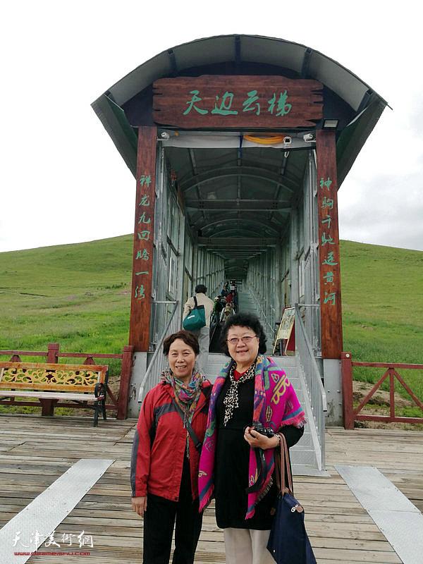 崔燕萍、刘正在唐克镇黄河第一弯