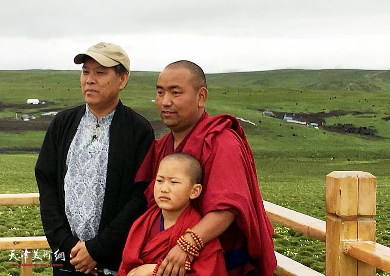 徐庆举与藏民在美仁大草原