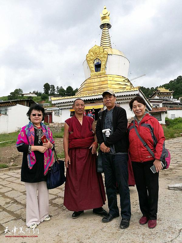崔燕萍、刘正、徐庆举与僧人在赛赤寺