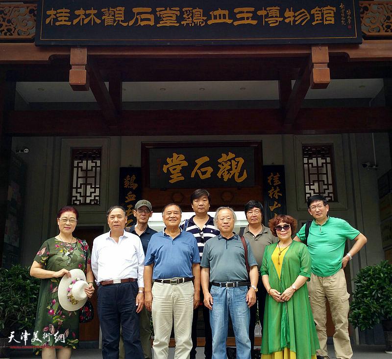 天津书画家在采风写生活动途中