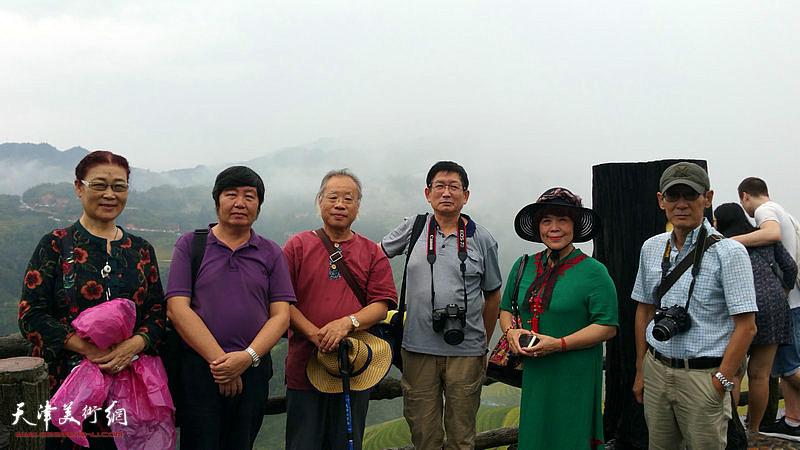 左起:王俊英、王惠民、王金厚、邵鸿萍、史玉、王印强在采风写生活动途中