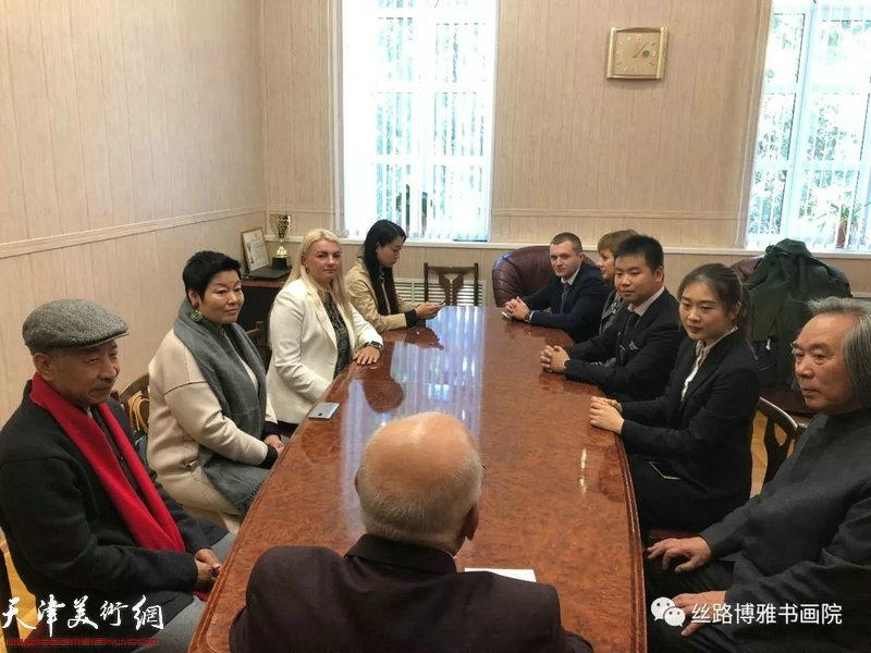 切尔特夫先生与霍春阳、梅墨生进行了中俄关系友好与文化间的交流会谈。