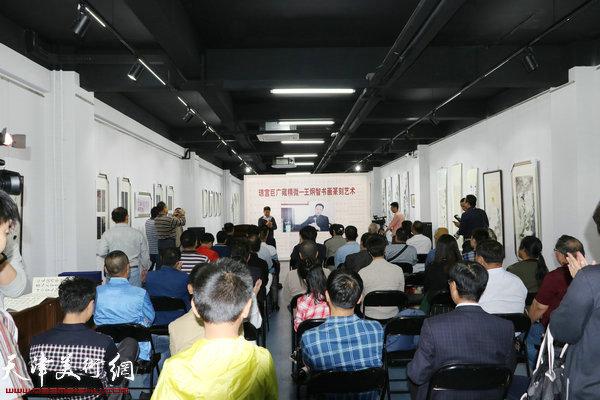"""""""恒安标准中国梦·王炯智书画篆刻艺术展""""展览现场。"""