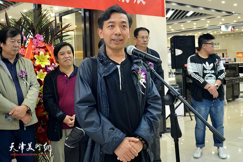 参展画家赵栗晖致辞。