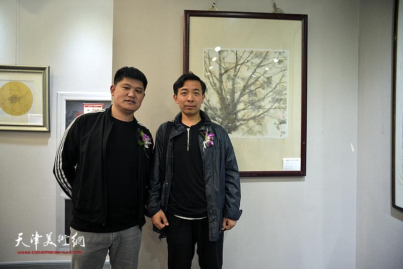 赵栗晖、白光在画展现场。