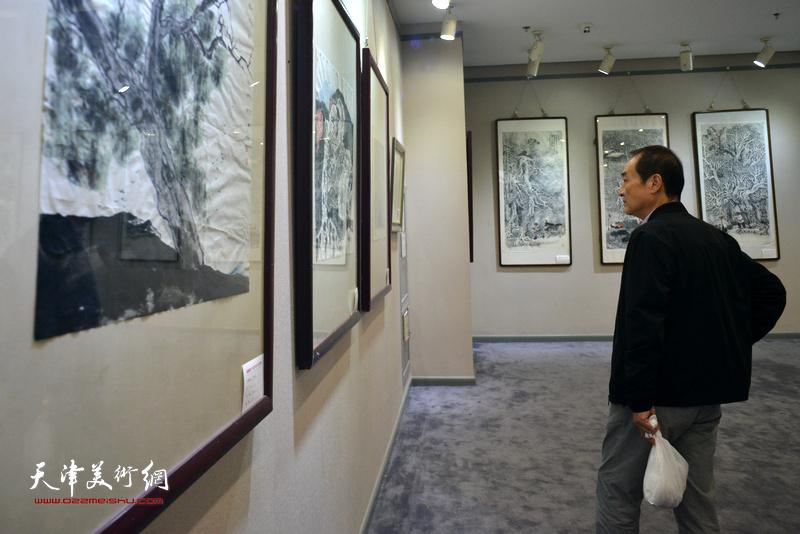 """""""水墨问道--第五届中国画名家邀请展""""现场。"""