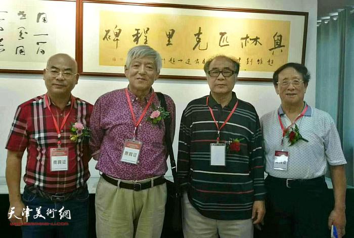 郭书仁、路福林在潍坊张大功奥林匹克收藏博物馆