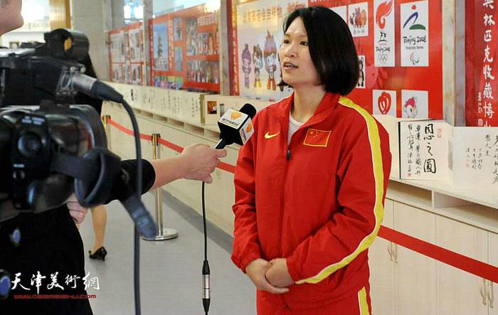 林伟宁接受媒体采访。