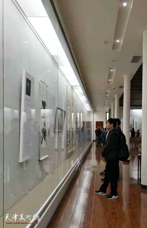 《杜诗雅韵》韩天衡师生作品邀请展在中国书法馆开幕。