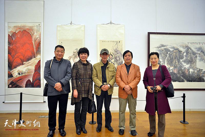 李耀春、皮志刚、王印强、朱红在展览现场。