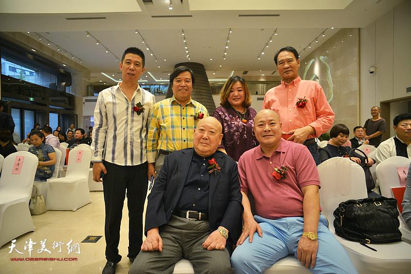 尚长荣、马寒松、李耀春、杨光在画展开幕仪式上。