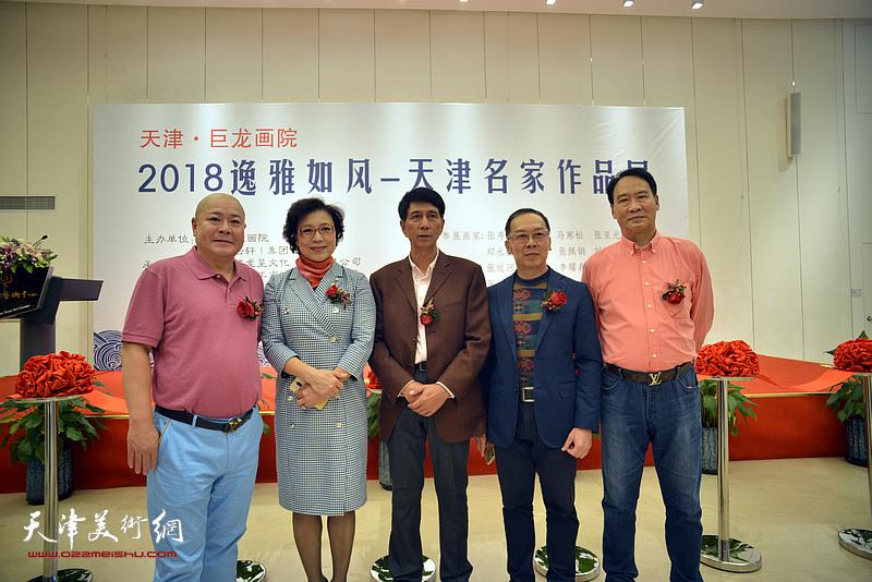 左起:杨光、李佩红、张寿庠、王立军、马寒松在画展开幕仪式上。