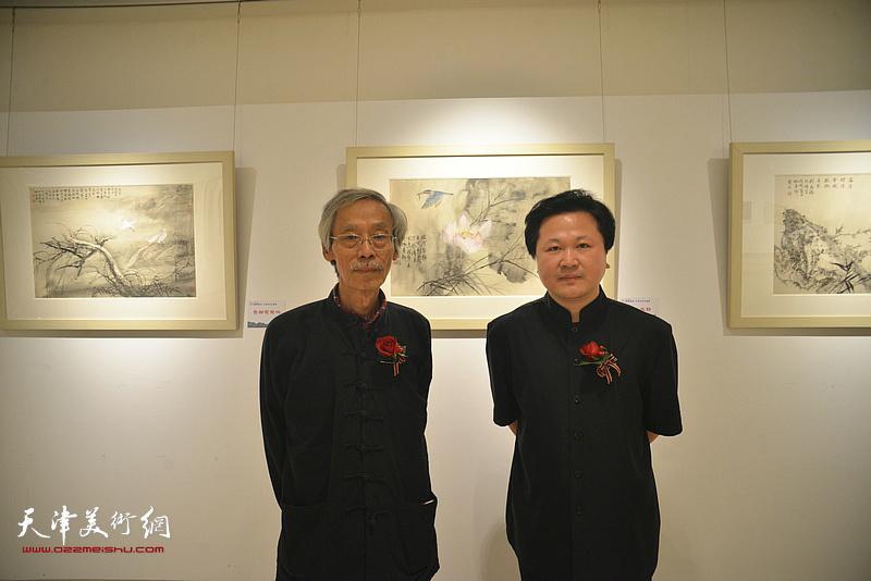 姚景卿、赵景宇在画展现场。