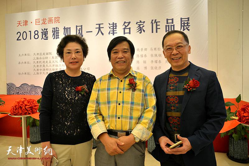 李耀春与王立军夫妇在朵云轩美术馆。