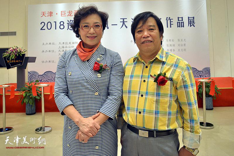 李耀春、李佩红在朵云轩美术馆。