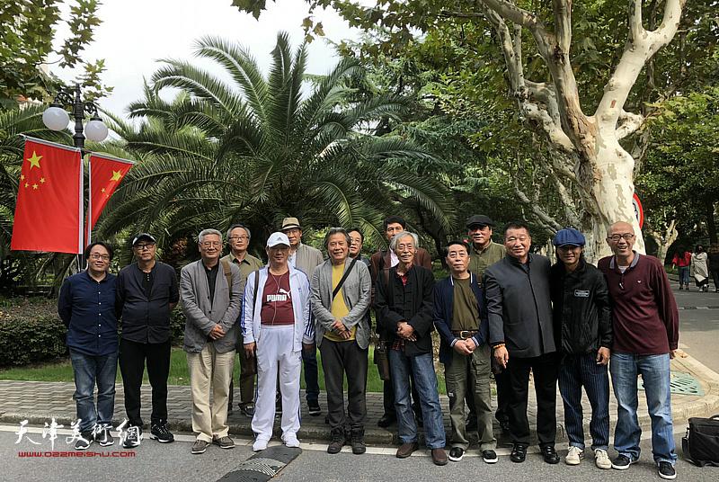 天津画家拜访东华大学服装与艺术设计学院教授,博士生导师陈建辉。