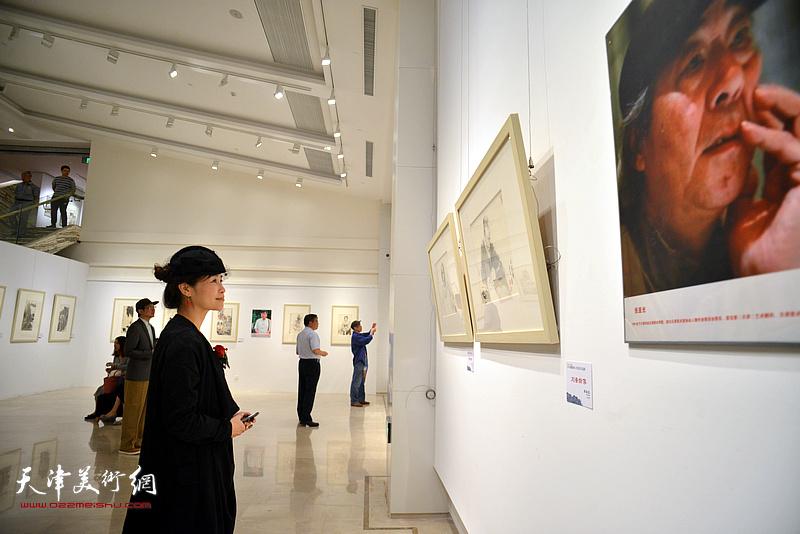 """2018""""逸雅如风""""天津名家上海画展现场。"""