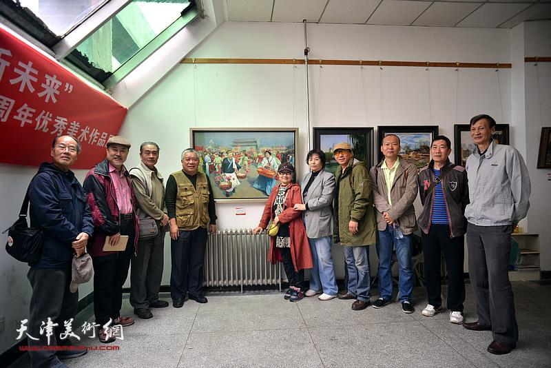 王书朋、张树德、吴薇、何莉、万栩、刘新森、郑爱民、何成在画展现场。