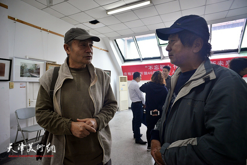 左起:王书朋、刁孟榕在画展现场。