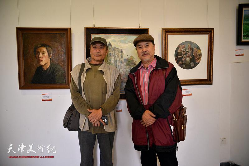 王书朋、张志德在画展现场。