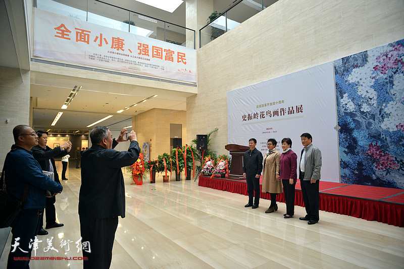 庆祝改革开放四十周年-史振岭花鸟画作品展现场。