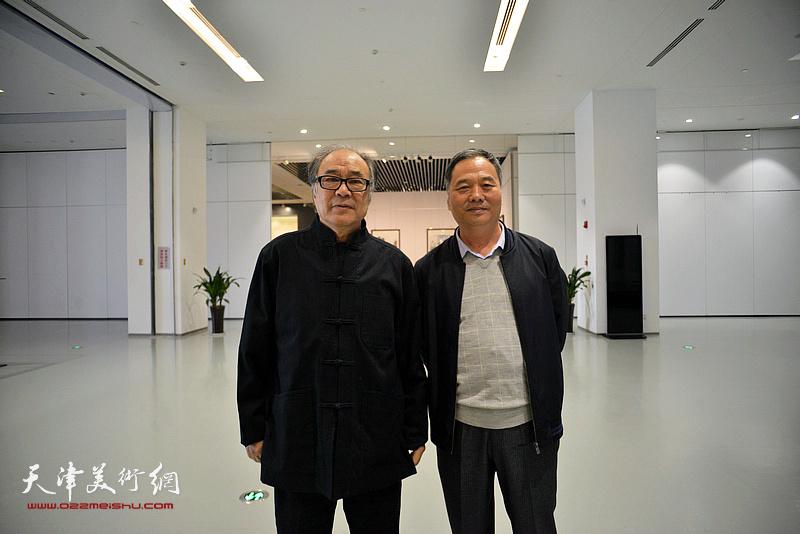 郭书仁、邢立宏在画展现场。