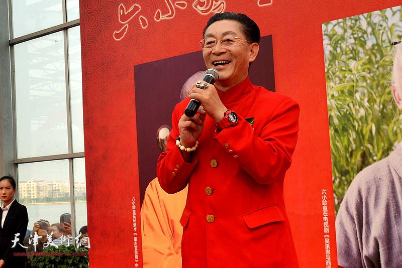 著名表演艺术家章金莱(六小龄童)致辞。
