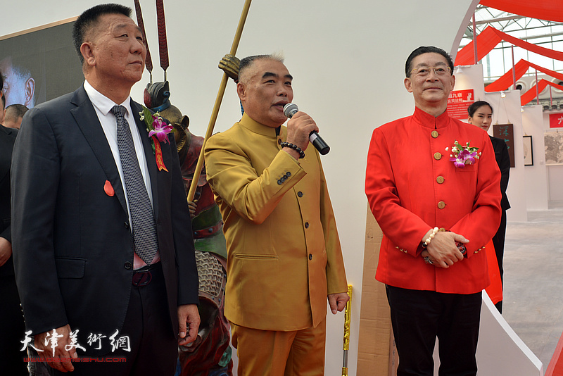 德谦国际文化交流(天津)有限公司董事长林德谦宣布艺术馆开馆。