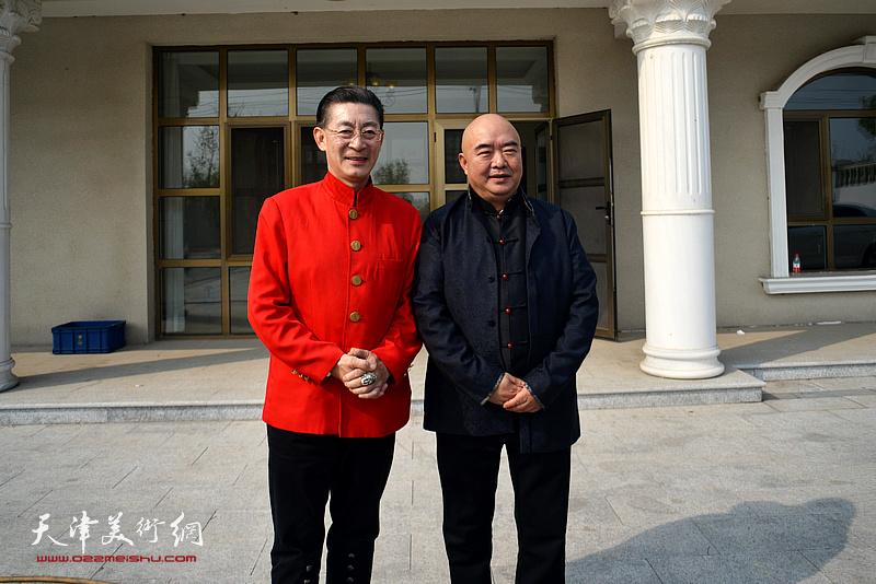 章金莱与尹沧海在艺术馆。
