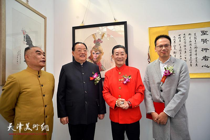 章金莱与李殿仁、林德谦、张振华在艺术馆。