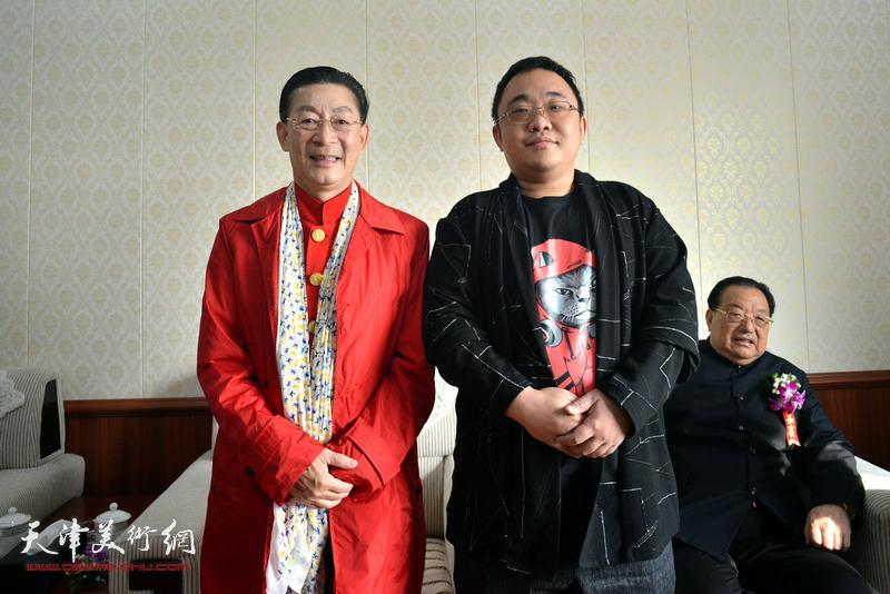 章金莱与刘树欣在艺术馆。