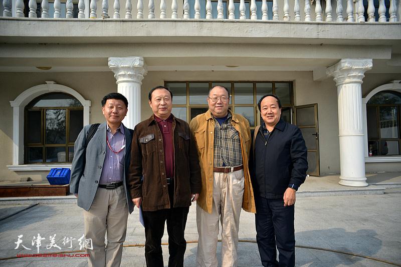 左起:李雄飞、陈聿东、敖堃、沈德强在艺术馆。