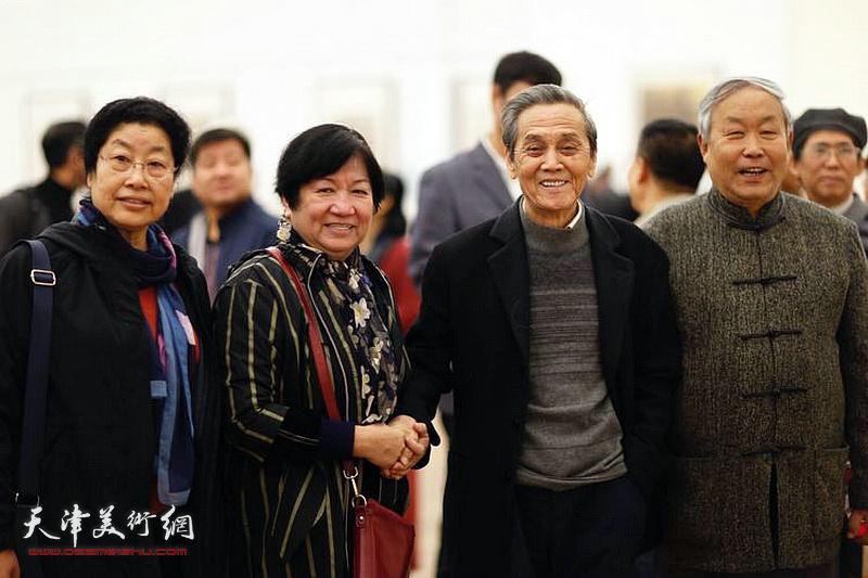左起:张永敬、孟昭丽、曹德兆、唐云来在展览现场。
