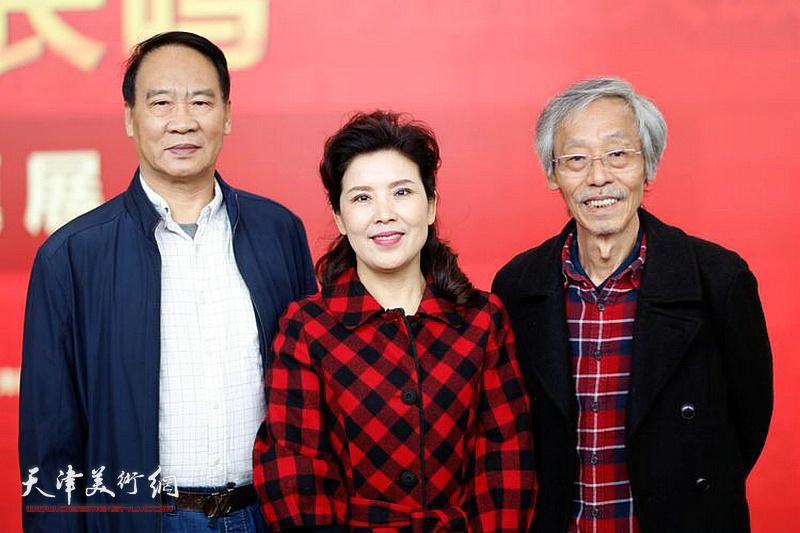 左起:马寒松、陈春、姚景卿在展览现场。