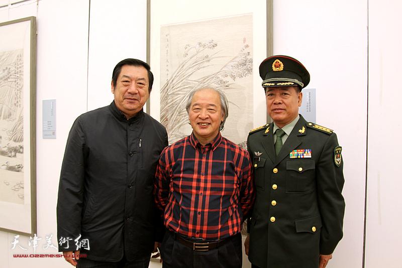 左起:孙玉河、王书平、张克勇在展览现场。