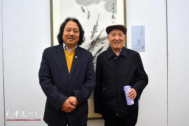 左起:贾广健、孙贵璞在展览现场。